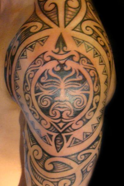 ornamente tattoo stile tattoo h nfeld bei der blaue. Black Bedroom Furniture Sets. Home Design Ideas